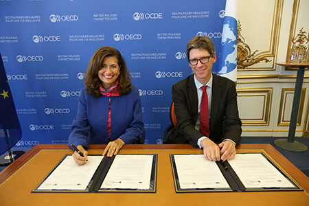 © OECD - OECD Chief of Staff Gabriela Ramos and Director General of the European Commission's Structural Reform Support Service Maarten Verwey concluded an agreement on 34 reform projects on 16 October 2019
