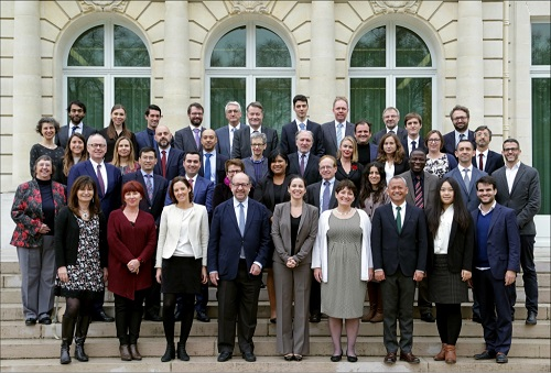 The group photo of the first meeting of the Steering Committee for the initiative on 17 November 2017, at the OECD headquarters.