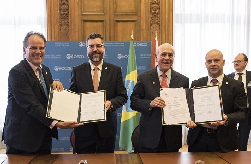 Signature of OECD-UK Flexible Funding Arrangement to Support Brazil's Alignment with OECD Standards and Best Practices during OECD MCM 2019, with Brazilian Foreign Minister Ernesto Araújo and Vice Minister of Economy Marcelo Guaranys, British Foreign Minister of State Mark Field, and OECD Secretary General Ángel Gurría.